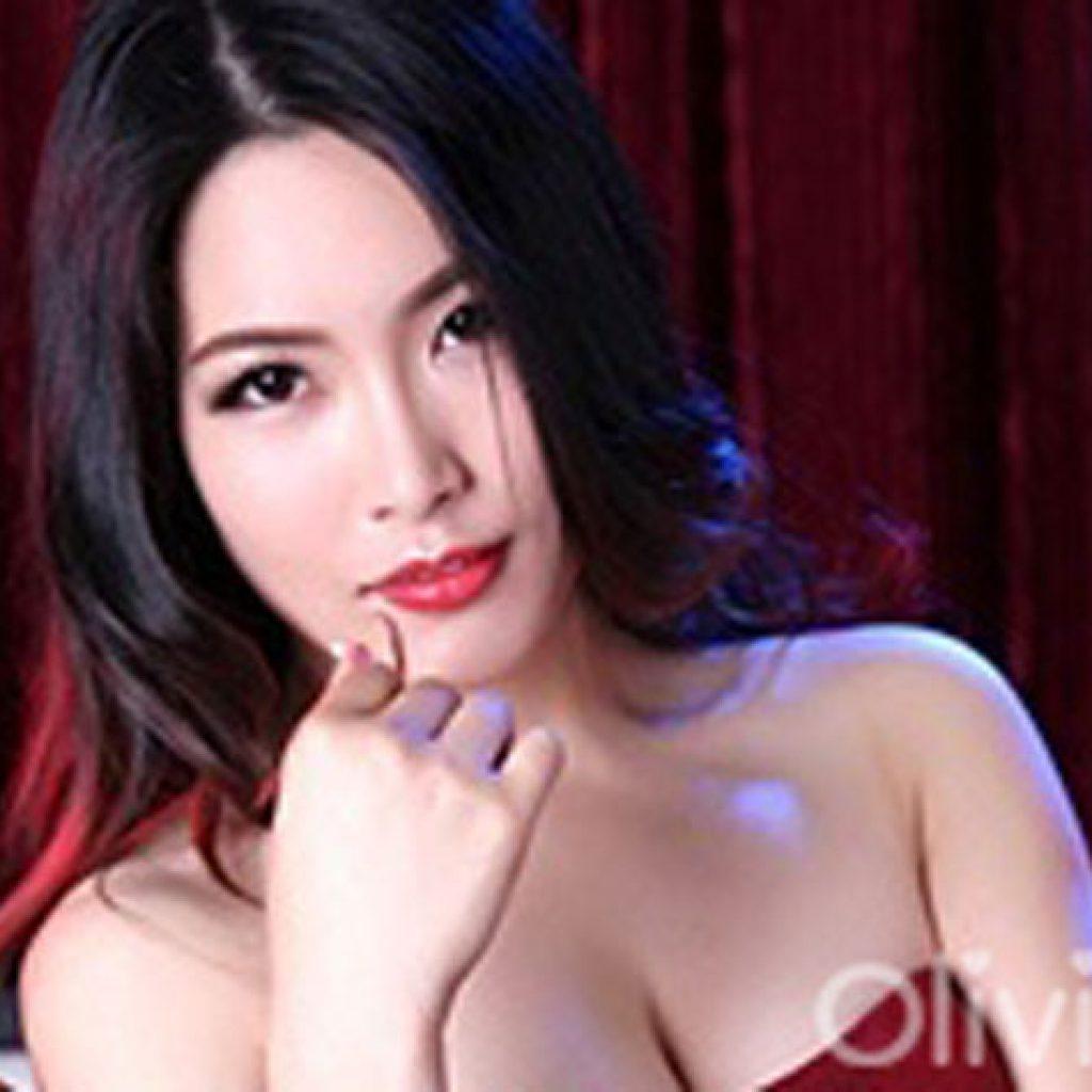 loving-asian-lady-wei